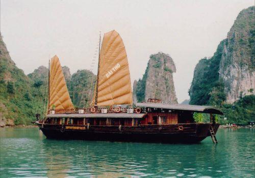 Junk boat Halong Bay