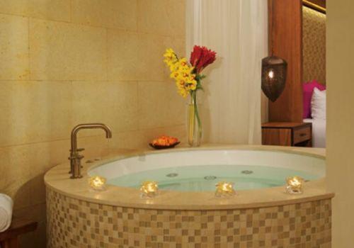 King room tub