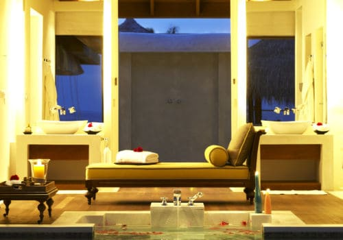 Naladhu Maldives bathroom
