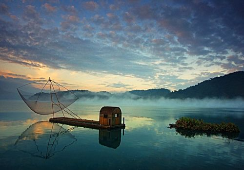 Sun Moon Lake at dawn
