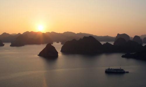 VN-Halong-Bay-Sunset-960-1-500x300.jpg