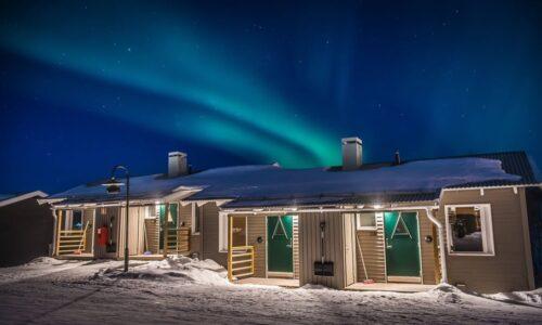 camp-ripan-winter-cabin-northern-lights-0457-photo-jonas-sundberg-low.jpg-966x545-500x300.jpg