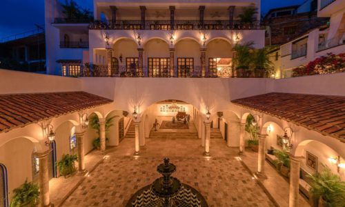 casa-kimberly-hero-slides-courtyard-500x300.jpg