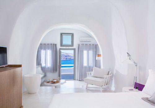 Honeymoon Jacuzzi Suite with Caldera View